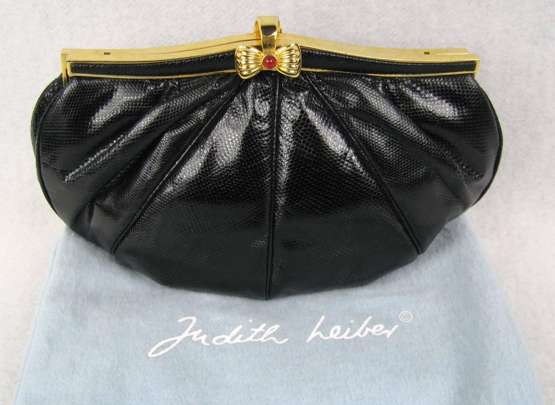1stdibs Judith Leiber Vintage Black Karung Snake Skin Clutch Cabochon Closure Never Used ZglXiO