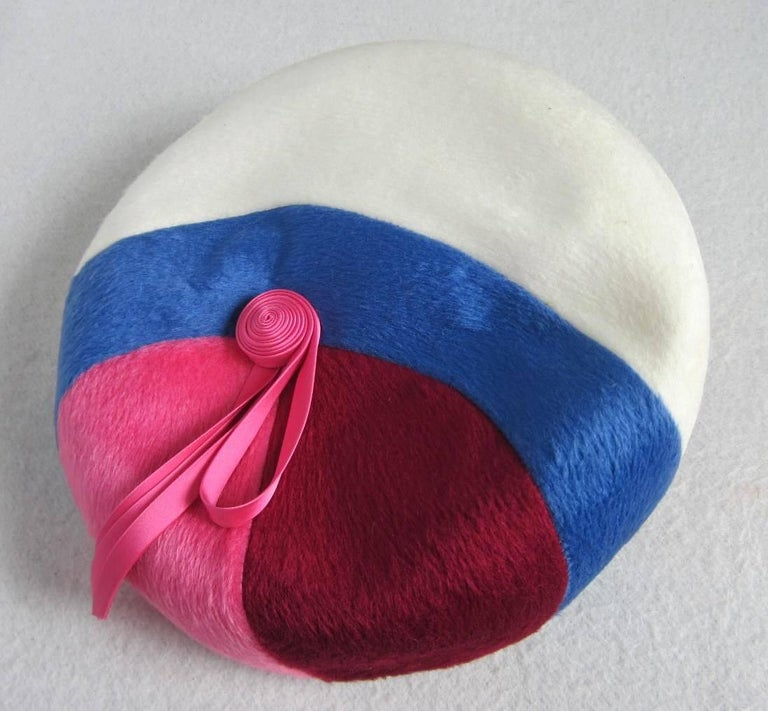 Vintage 1960s Beret Hat Pink Burgundy Blue and White In Excellent Condition For Sale In Wallkill, NY