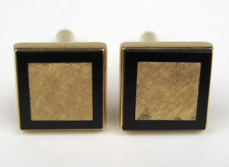 Mid Century Gold & Onyx Cuff link & Shirt Stud Set In Excellent Condition For Sale In Wallkill, NY