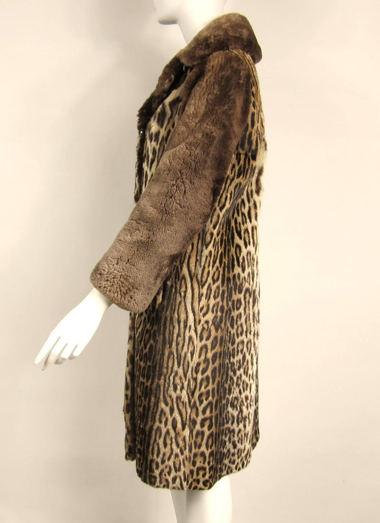 1940's Vintage Leopard Print Fur Mouton Sleeve Jacket Coat  In Excellent Condition For Sale In Wallkill, NY