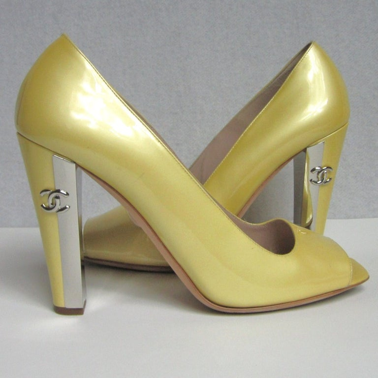 Beige Chanel Patent Leather Open Toe Shoe with CC logo For Sale