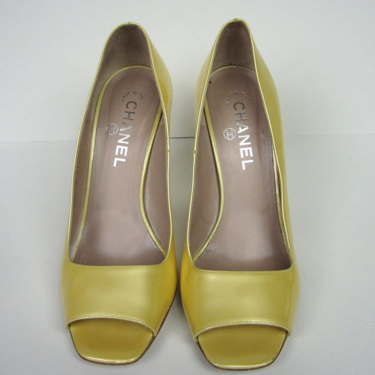 Chanel Patent Leather Open Toe Shoe with CC logo For Sale 1