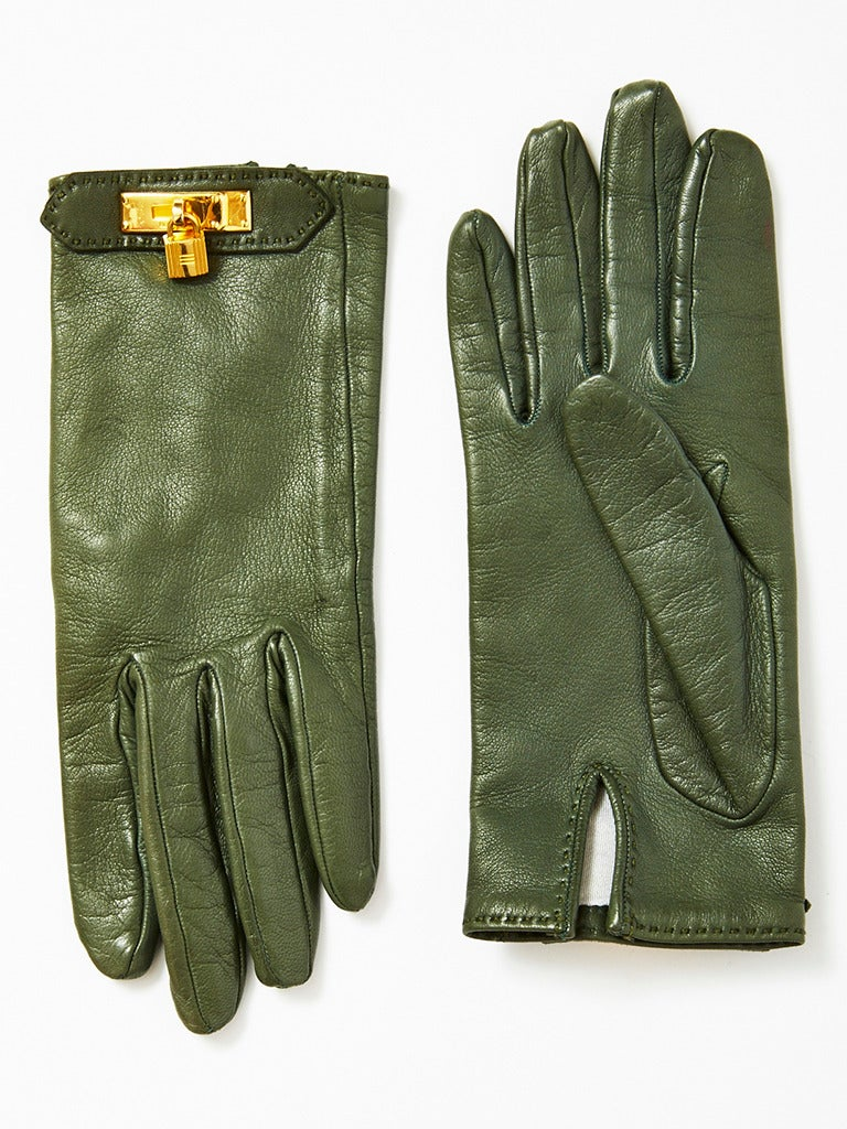 Hermes, green leather hand stitched gloves with signature Hermes lock hardware at the center wrist. Size 7.