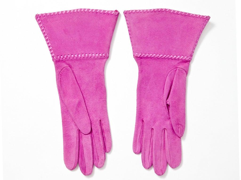 Purple Yves Saint Laurent Rive Gauche Fuchsia Suede Gloves For Sale