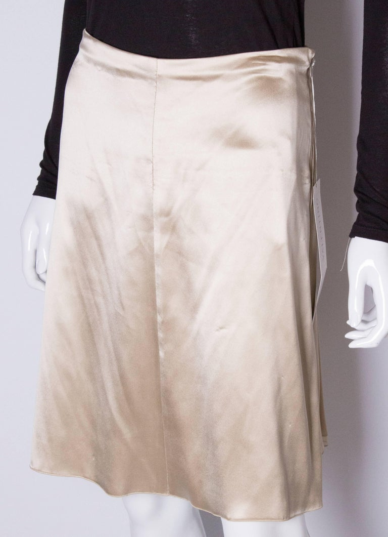 A Vintage cream Silk evening Skirt by Valentino In Excellent Condition For Sale In London, GB