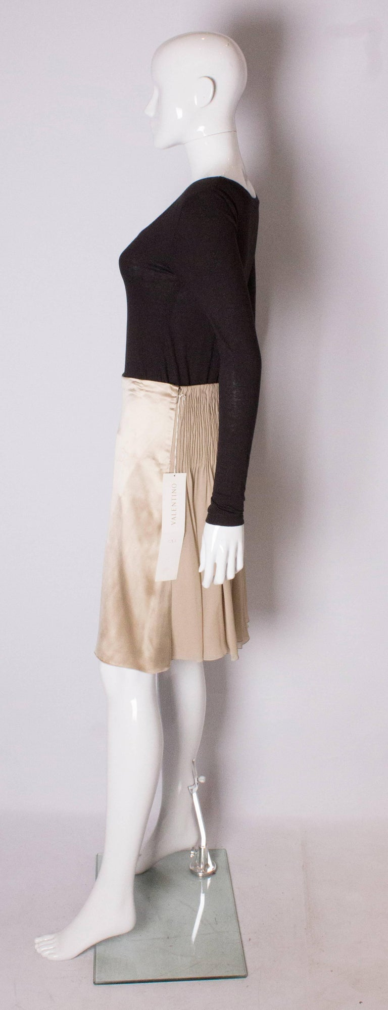 Women's A Vintage cream Silk evening Skirt by Valentino For Sale