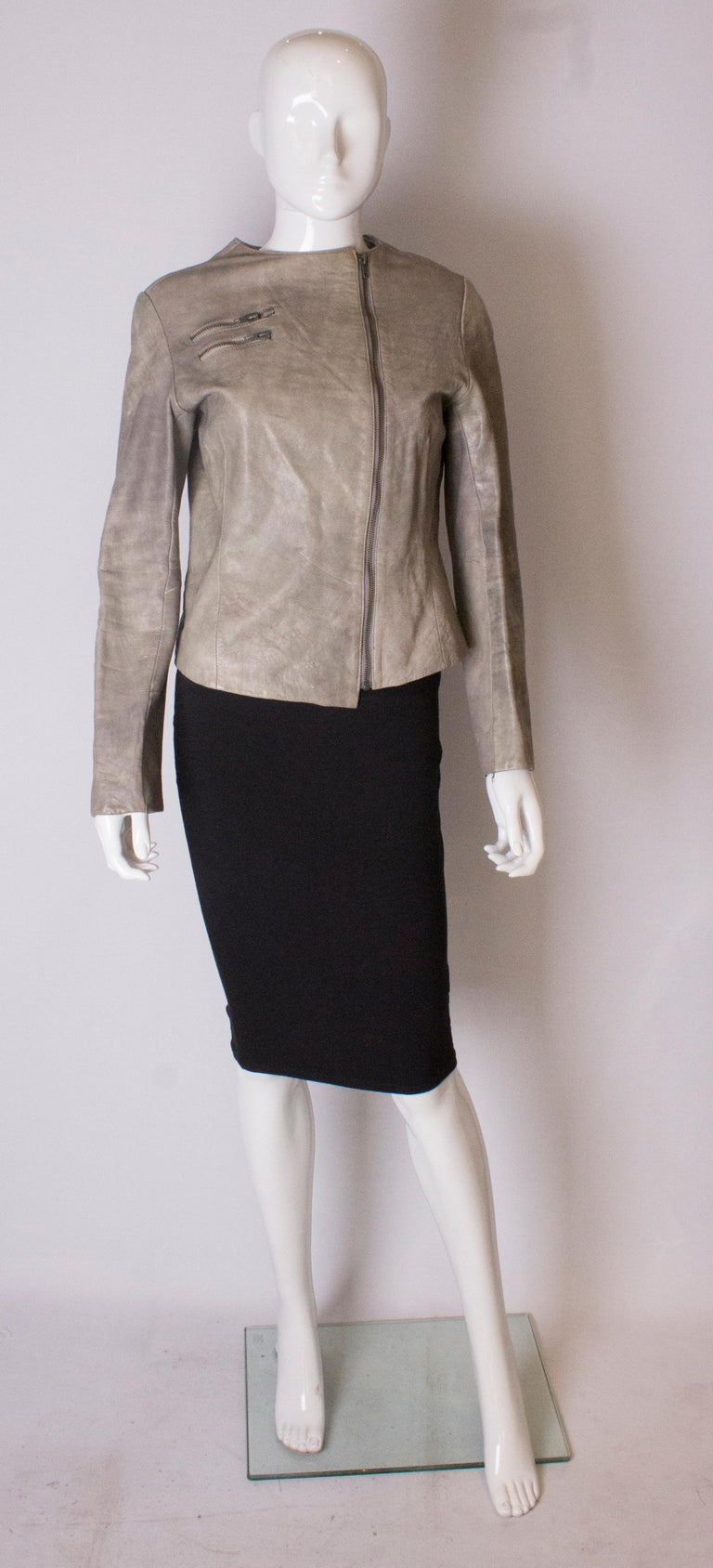 A great jacket for fall. In a soft grey colour, this jacket has a round neckline, zip opening and two zip pockets on the front. It is fully lined.