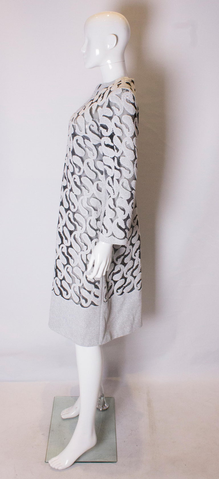 Women's Chic Silver and White Vintage Dress For Sale