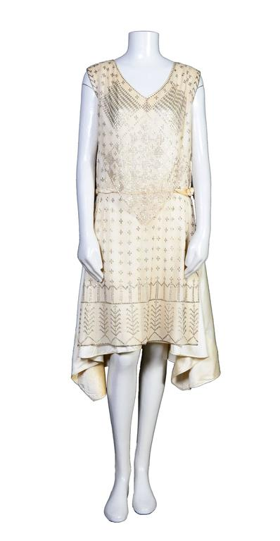 Rare Vintage 1920's Art Deco Era Assuit Cream Dress  In Good Condition For Sale In Antwerp, BE