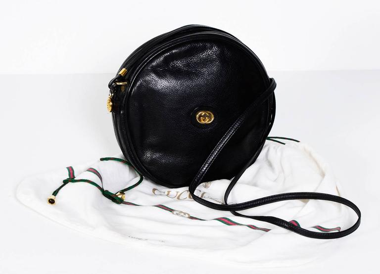 Gucci 70's Vintage Black Leather Canteen Crossbody Bag In Excellent Condition For Sale In Antwerp, BE