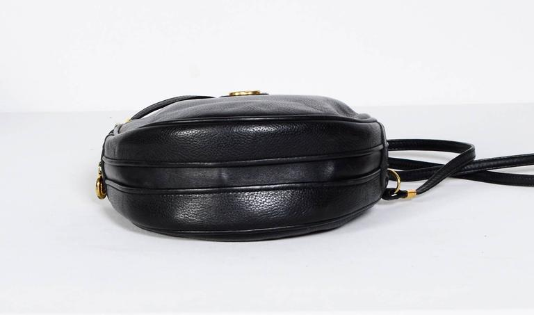 Women's or Men's Gucci 70's Vintage Black Leather Canteen Crossbody Bag For Sale