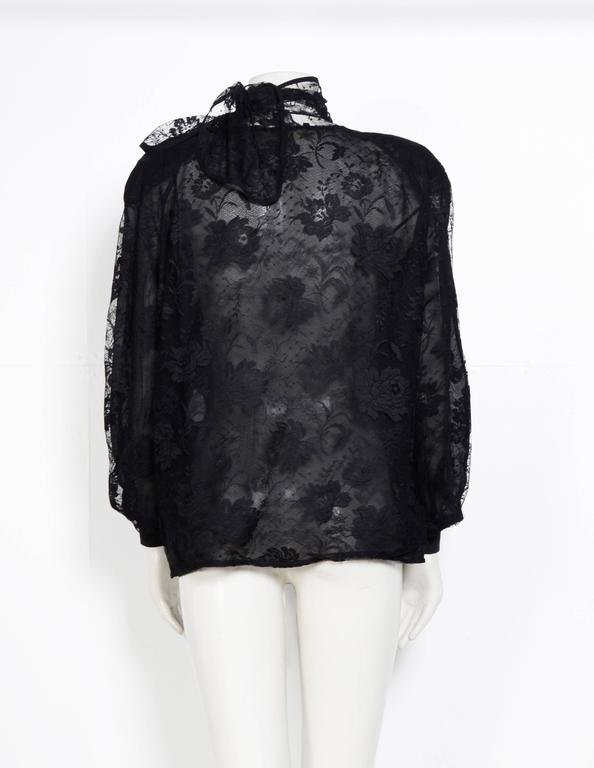 Vintage Valentino Black Lace Blouse. In Excellent Condition For Sale In Antwerp, BE