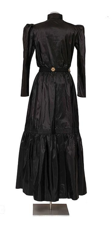 GUY LAROCHE 1970's Black Silk Taffeta Boho Dress With Belt In Excellent Condition For Sale In Antwerp, BE