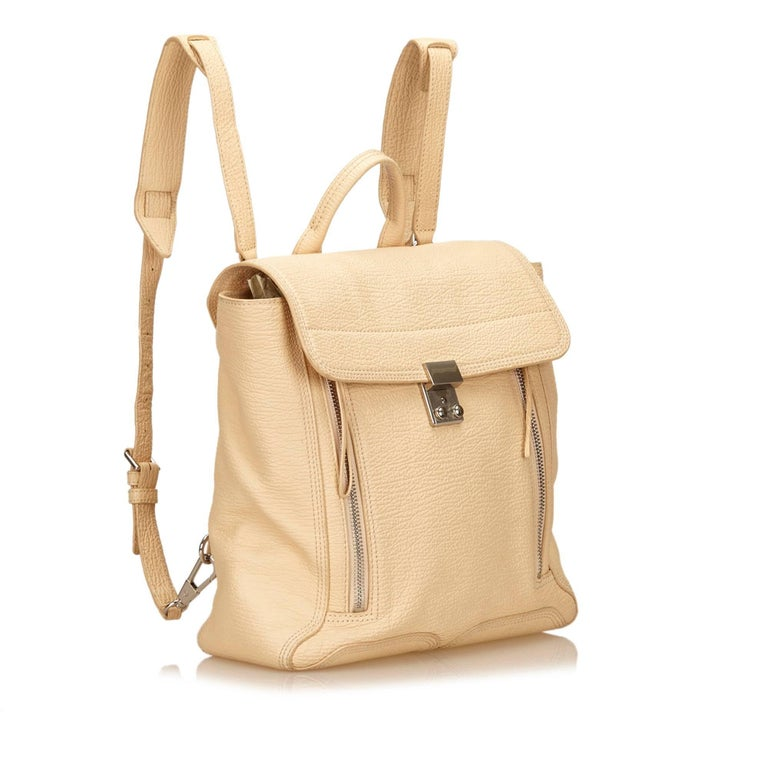 The Pashli features a leather body, a rolled handle, exterior zip pockets, a front flap with silver-tone hardware, and an interior zip pocket.   It carries a B condition rating.   Dimensions:  Length 30 cm Width 30 cm Depth 14 cm Shoulder Drop 73