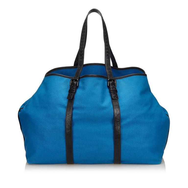 Bottega Veneta Blue x Black Canvas Weekender In Good Condition For Sale In Orlando, FL