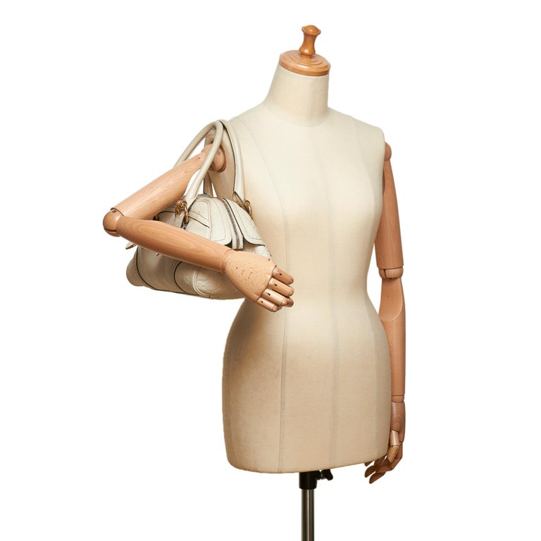 Gucci White x Ivory Guccissima Leather Shoulder Bag For Sale 5