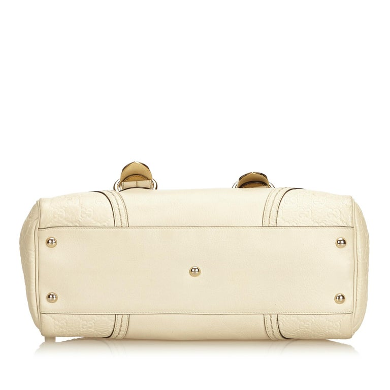 Women's or Men's Gucci White x Ivory Guccissima Leather Shoulder Bag For Sale