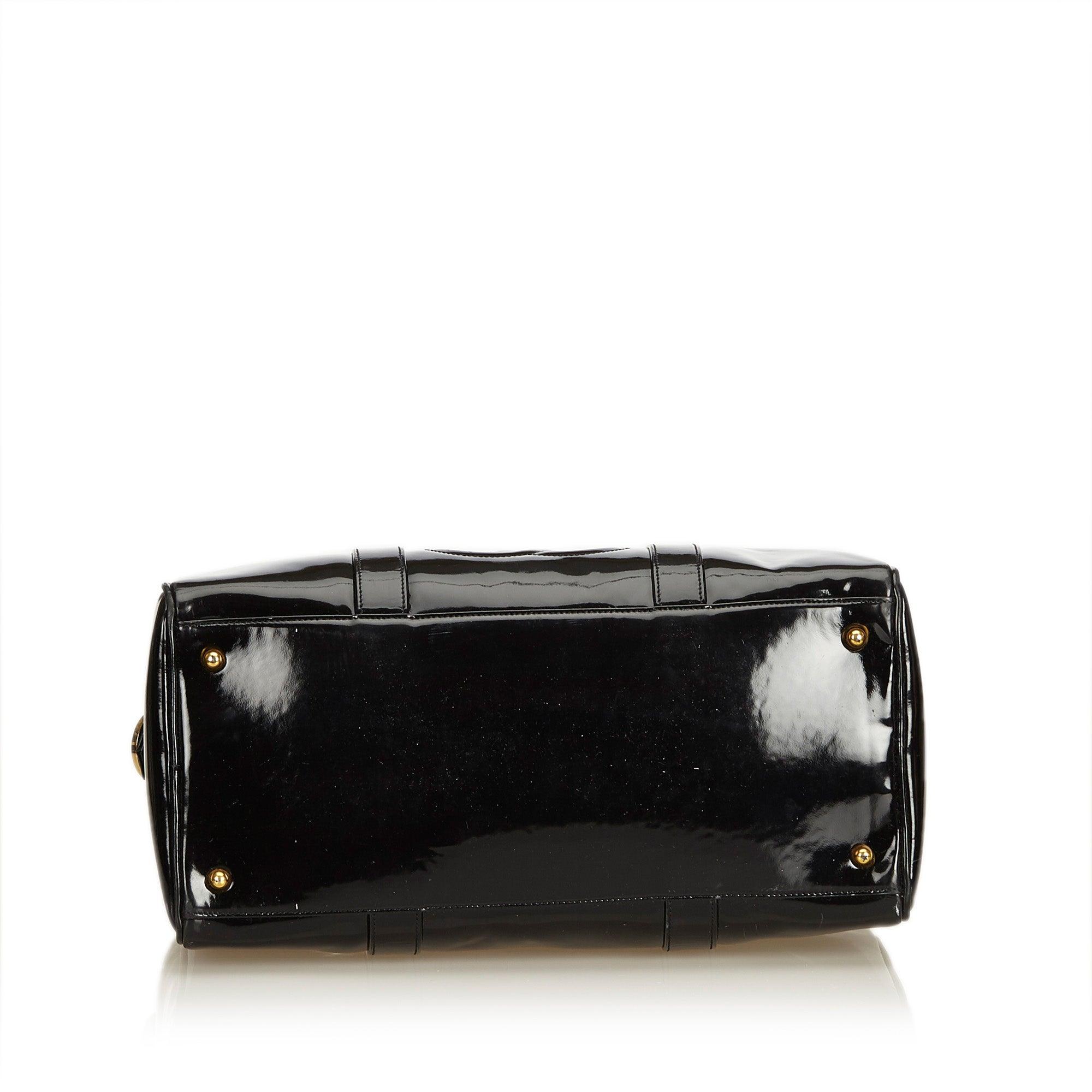 87a57a5274f90 Chanel Schwarzes Lackleder Boston Tasche bei 1stdibs