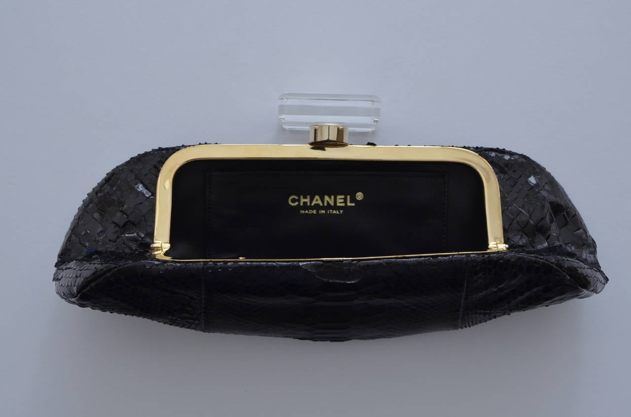 "CHANEL Snakeskin  ""LIPS""  Clutch Bag  Mint 4"