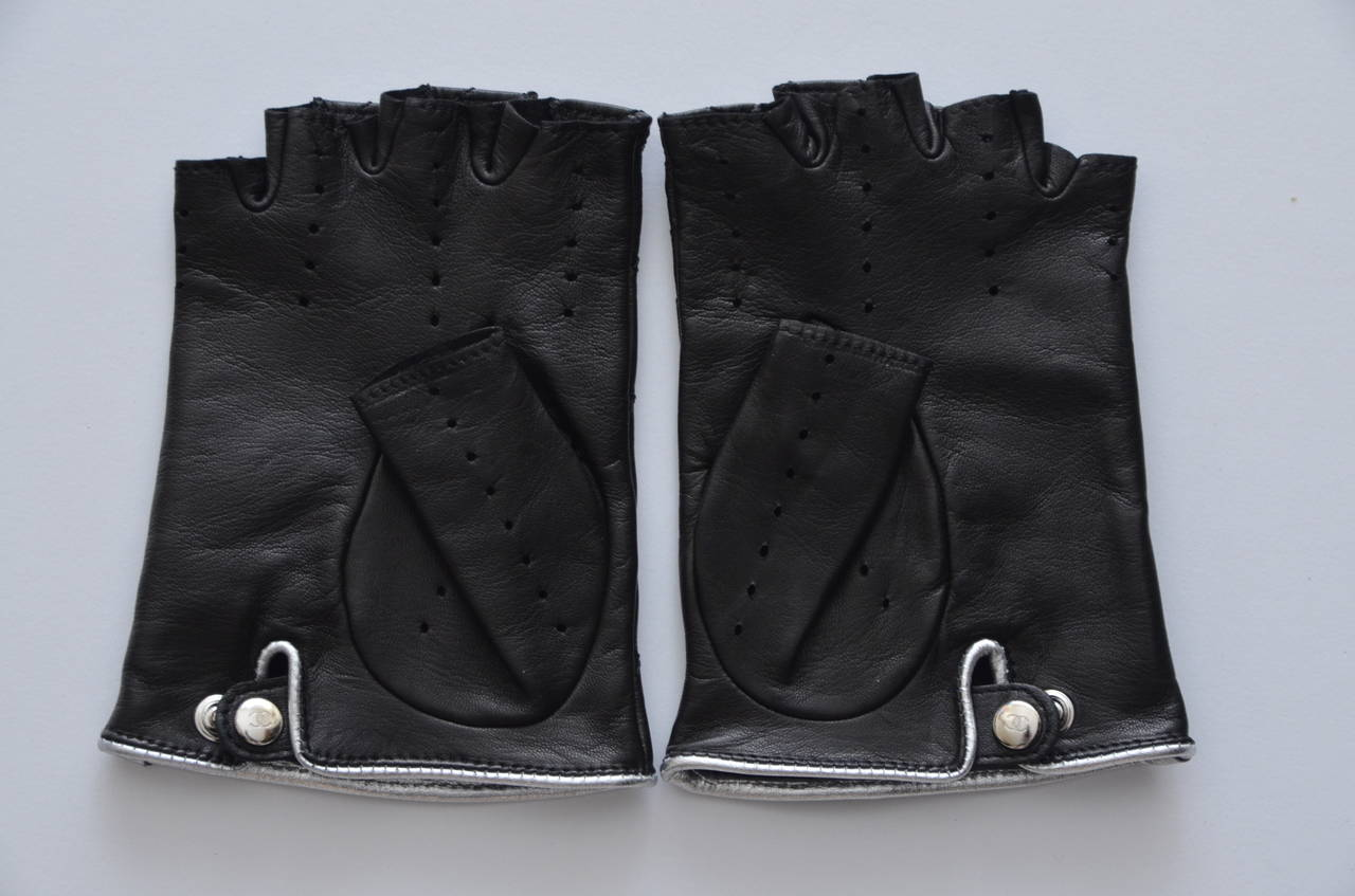 Chanel Embellished Gloves As Seen On Madonna, Fergie And Paris Mint 2