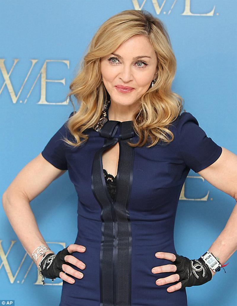 Chanel Embellished Gloves As Seen On Madonna, Fergie And Paris Mint 6