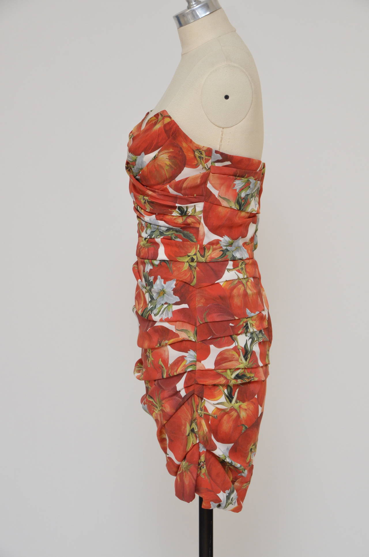 Dolce & Gabbana  Tomato Print Silk Dress In Excellent Condition For Sale In Hollywood, FL