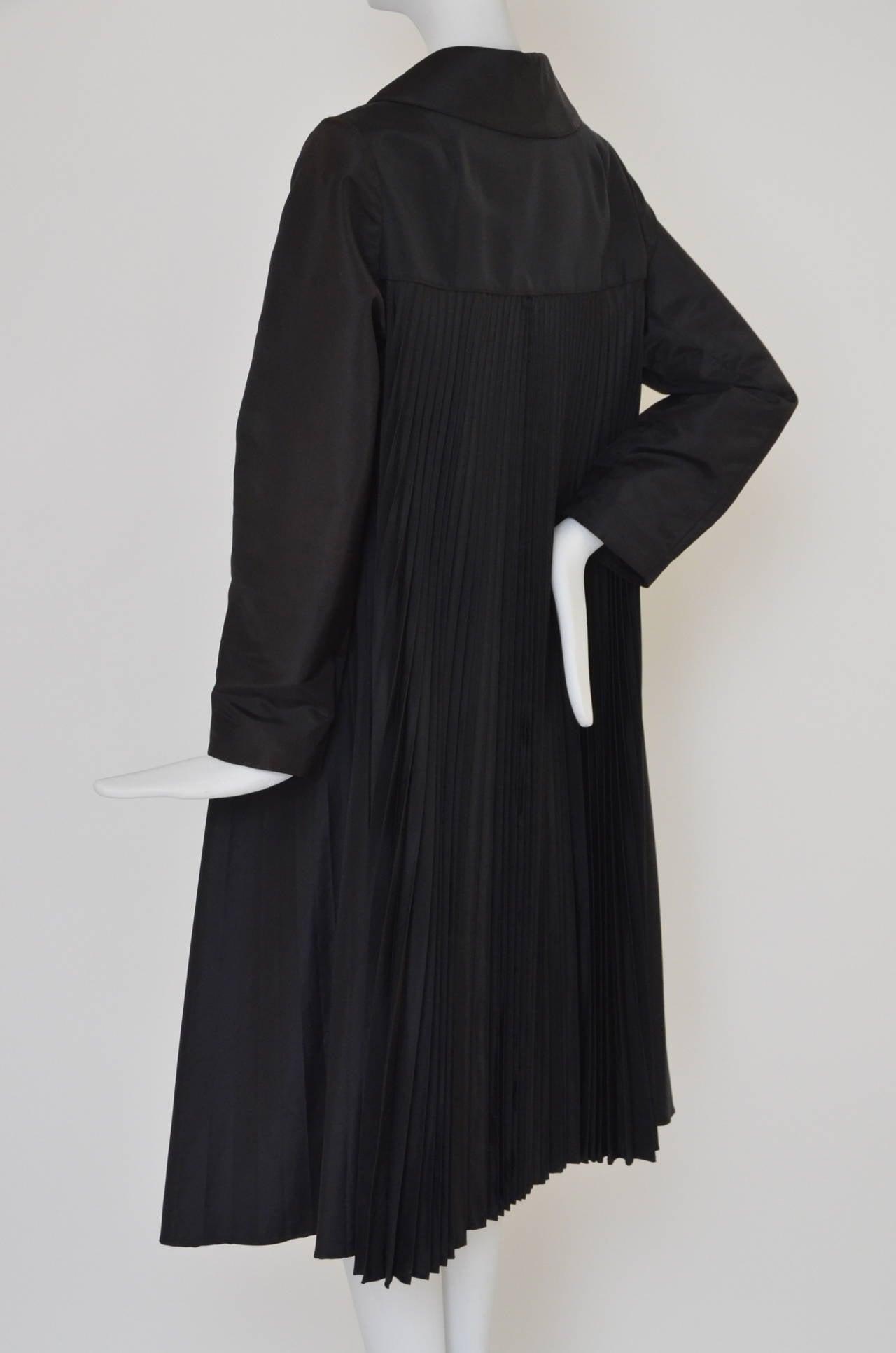 Women's Oscar De La Renta Black  Pleated Swing Coat      1960's For Sale