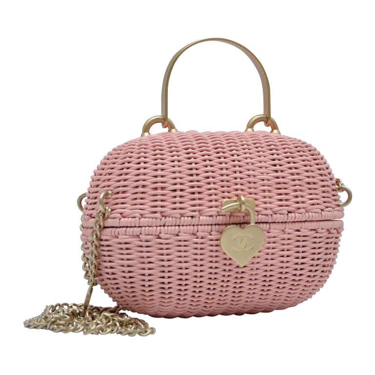 Vintage style handbag could change
