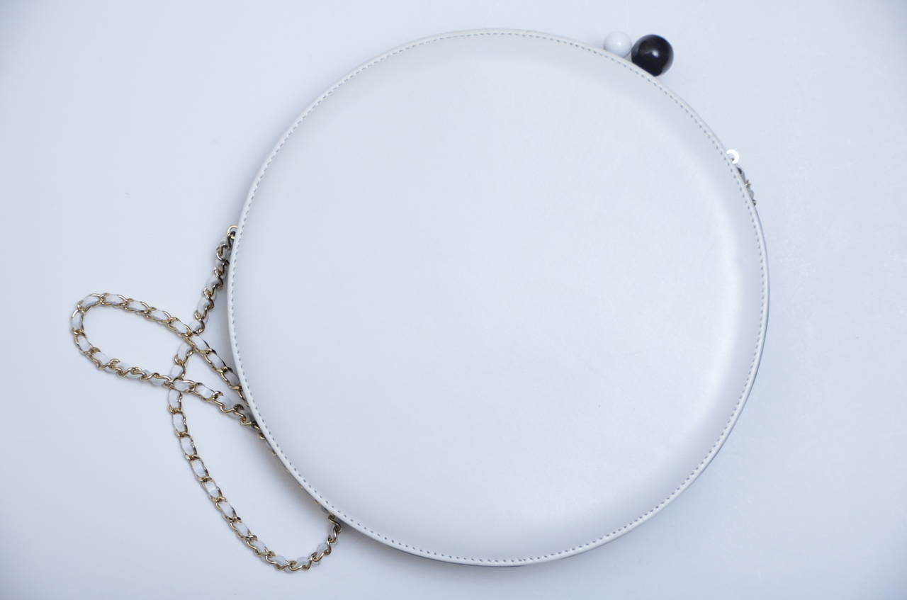 Chanel Rare Circle Vintage Handbag  Mint In Excellent Condition In New York, NY