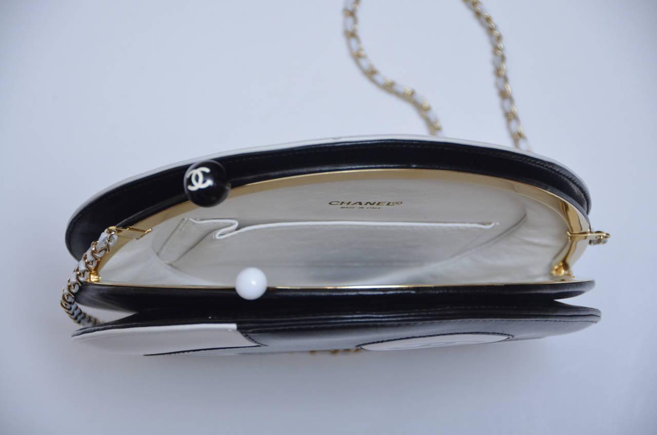 Women's Chanel Rare Circle Vintage Handbag  Mint
