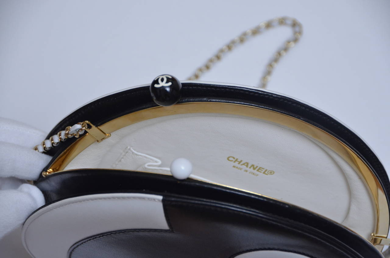 Chanel Rare Circle Vintage Handbag  Mint 2