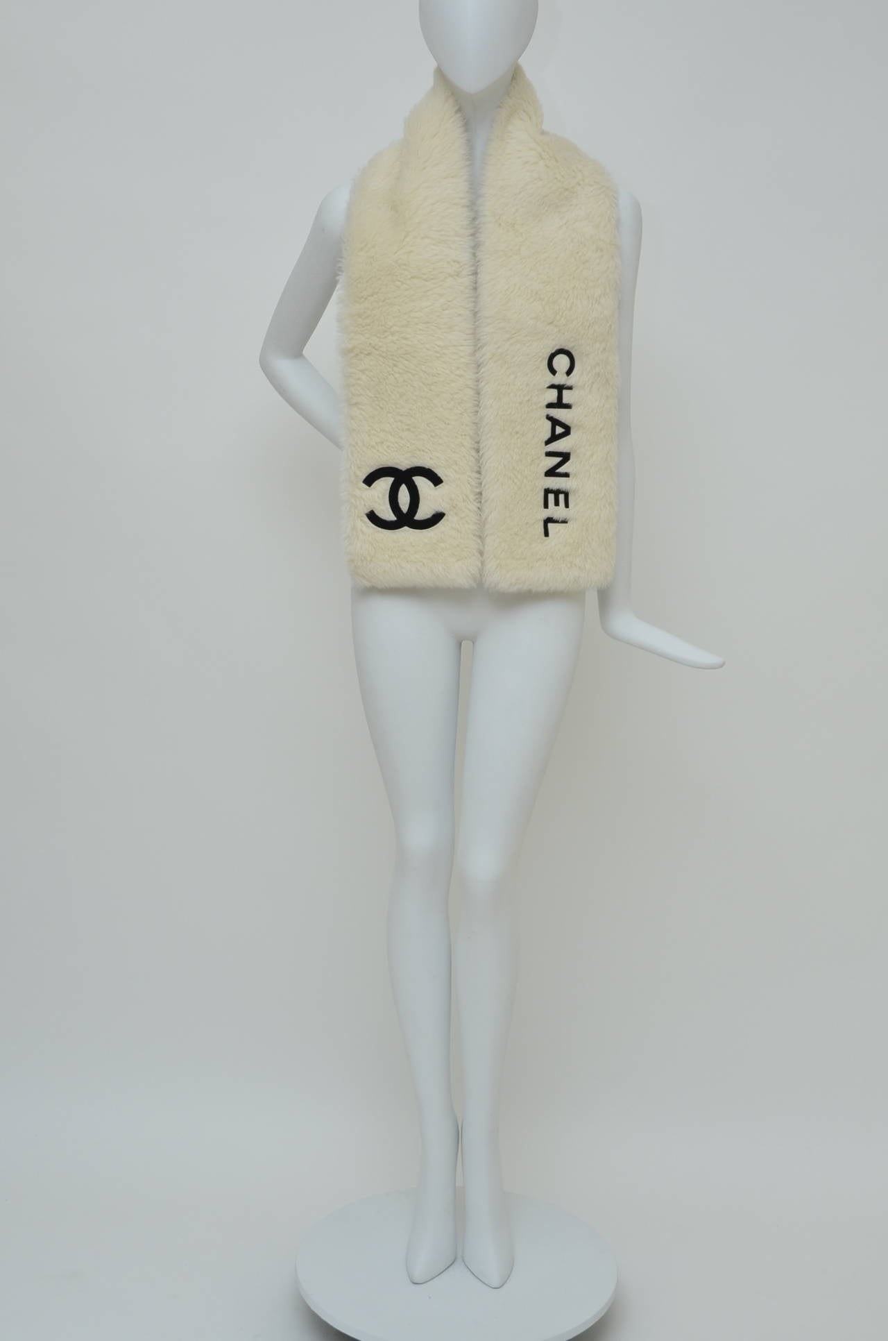 CHANEL  Vintage Faux Fur Large Scarf Stole In Excellent Condition For Sale In Hollywood, FL