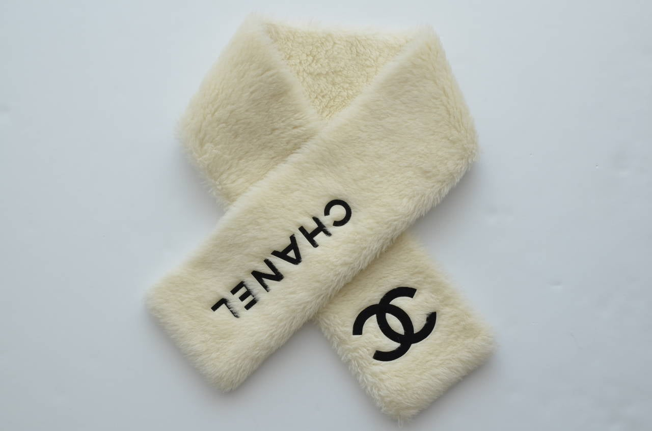 Vintage Chanel faux fur scarf with black CHANEL  CC logo .