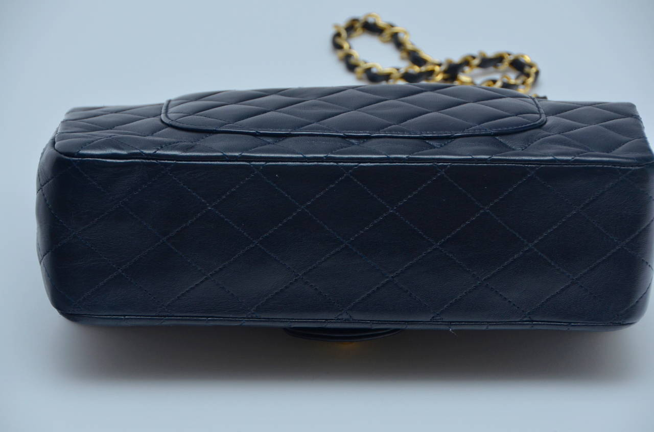Vintage Chanel Double Flap Dark Blue Handbag In Excellent Condition For Sale In Hollywood, FL
