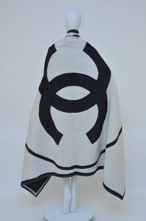 CHANEL Black & Off White Large CC Logo Travel Home Decor Throw Blanket NEW 4