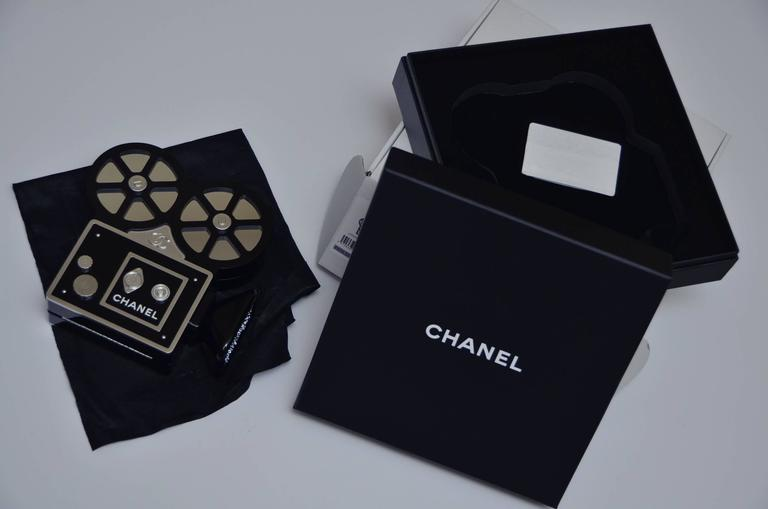 CHANEL Rome 2016 Movie Camera Minaudière Handbag Limited Edition  NEW For Sale 2