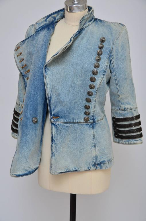 Rare Balmain Spring 2009 RTW Military Style Denim Jacket  New 42 FR In Excellent Condition For Sale In Hollywood, FL