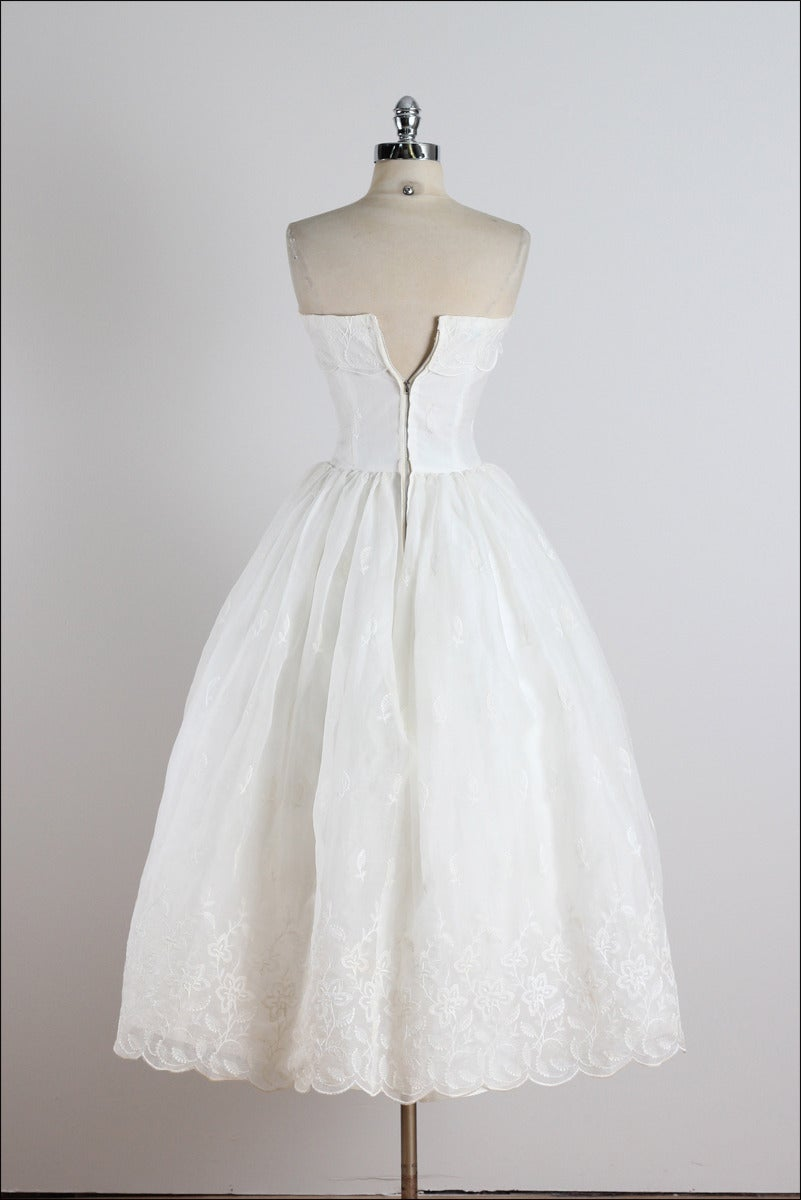 Vintage 1950s white floral embroidered wedding dress at for Floral embroidered wedding dress
