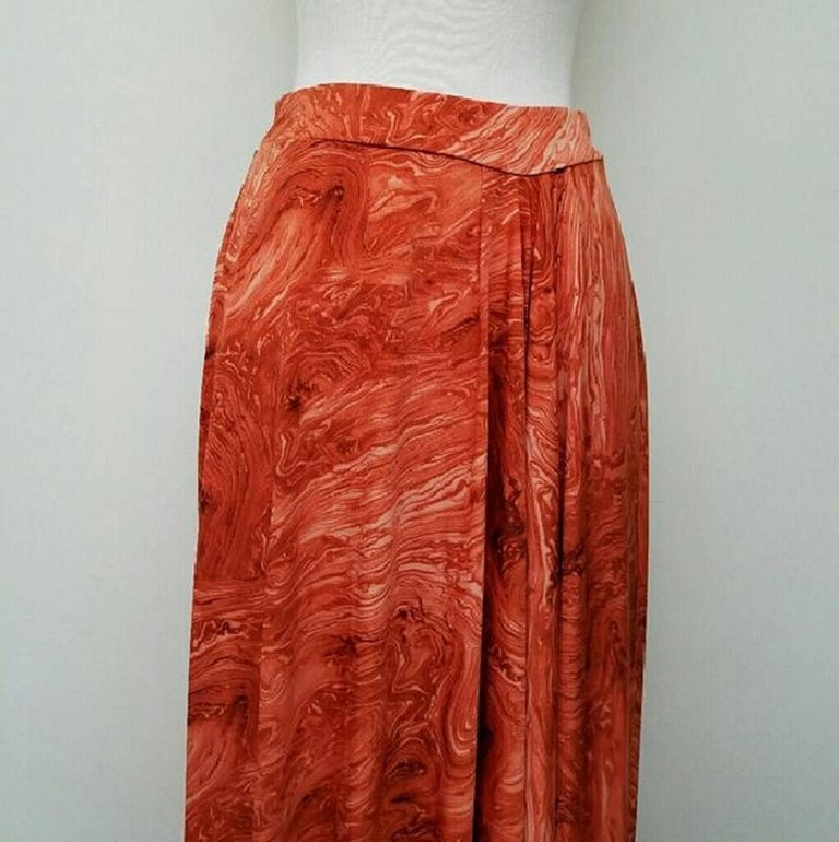 Red Michael Kors Marble Print Skirt - Size: 6 (S, 28) For Sale