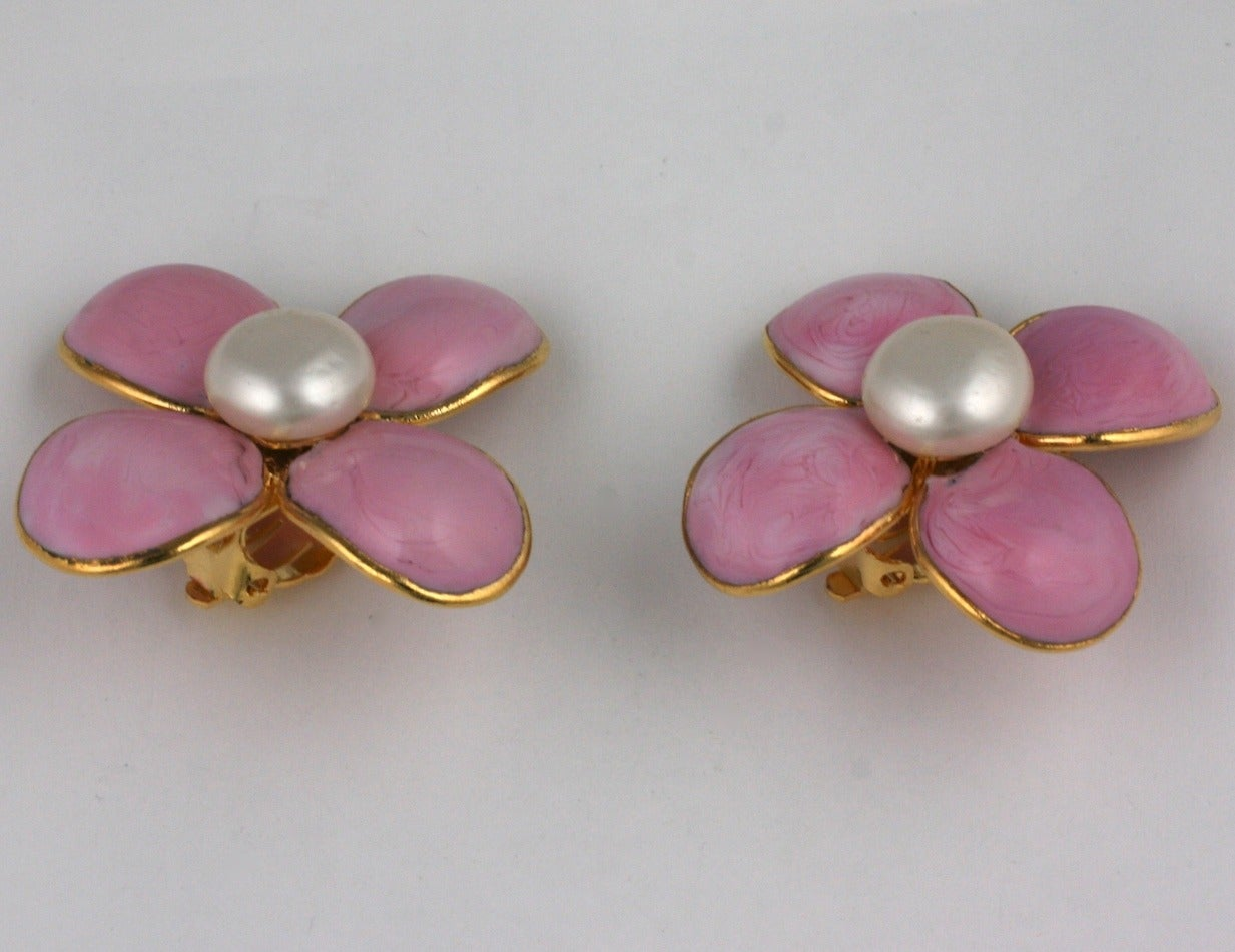 Chanel Rose Pate de Verre Clover Earrings In Excellent Condition For Sale In Riverdale, NY
