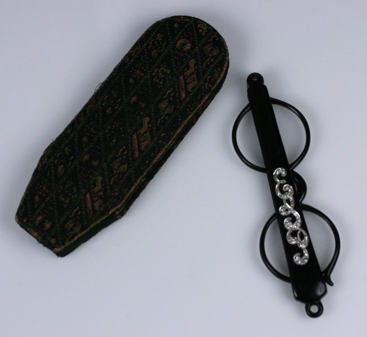 Art Nouveau Diamond and Bakelite Lorgnette In Excellent Condition For Sale In Riverdale, NY