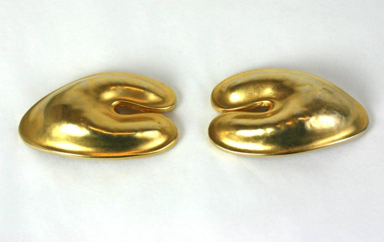 Robert Lee Morris Matte Gold Ear Clips In Excellent Condition For Sale In Riverdale, NY