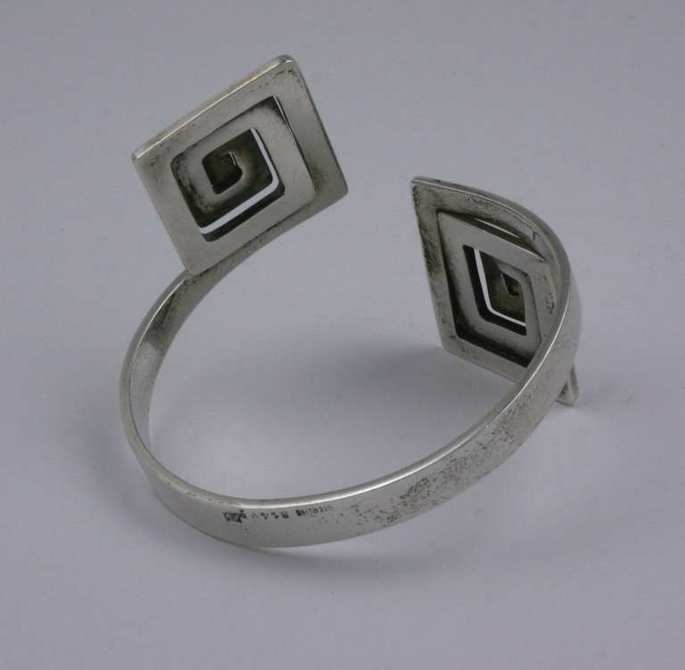 Puig Doria Greek Key Modernist Cuff In Excellent Condition For Sale In Riverdale, NY