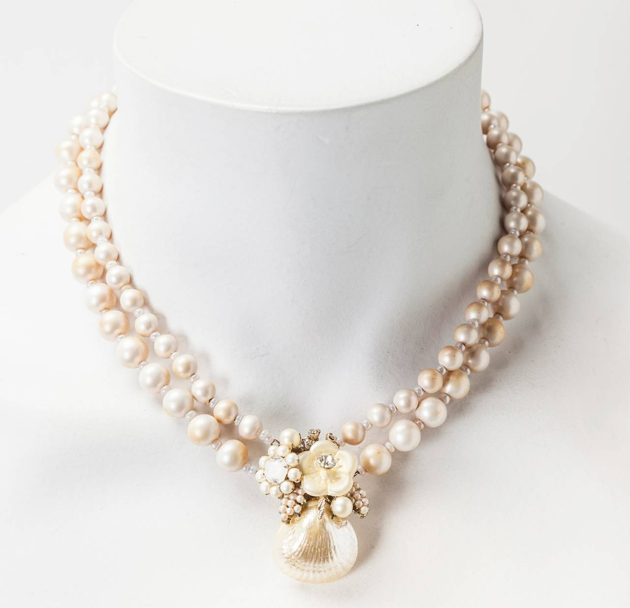 Miriam Haskell Pearl Seashell Necklace In Excellent Condition For Sale In Riverdale, NY