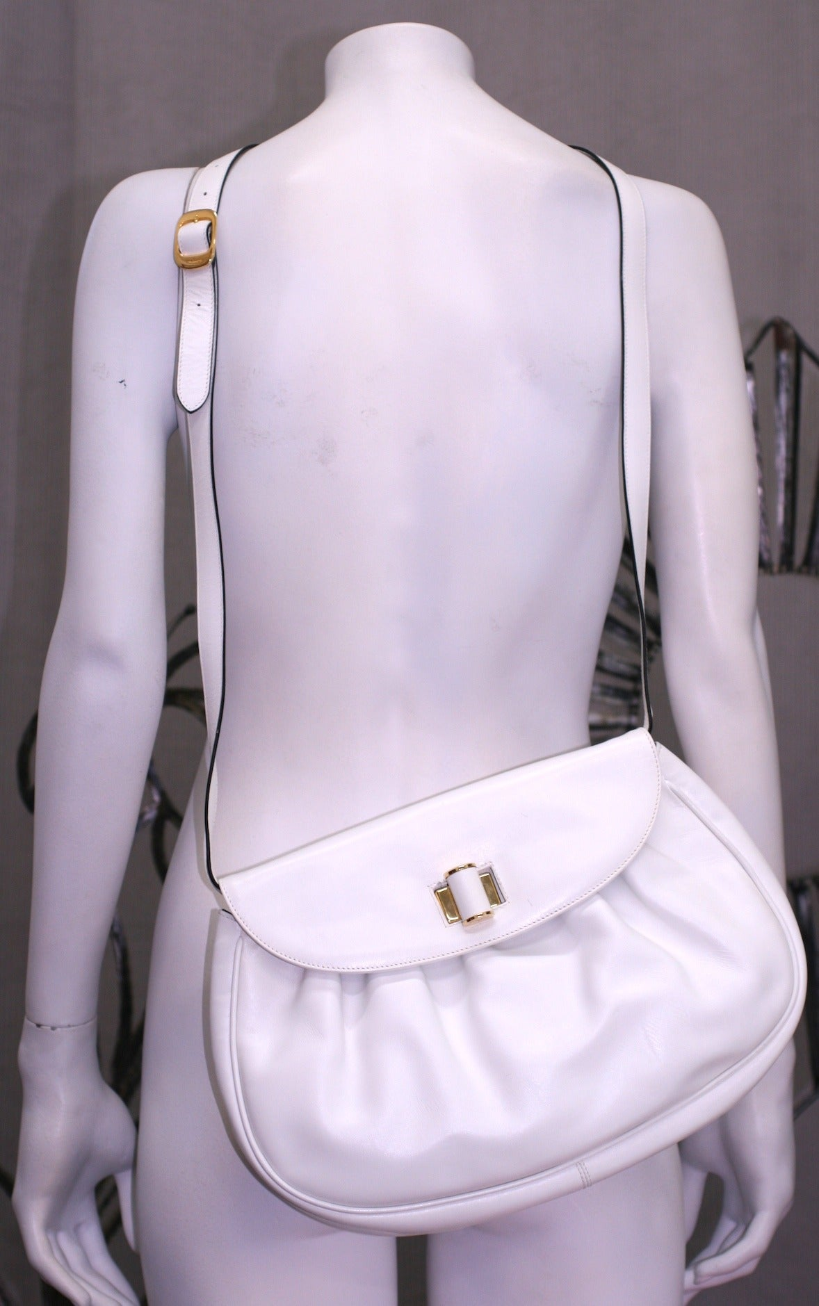 Ferragamo White Calf Shoulder Bag In Excellent Condition For Sale In Riverdale, NY
