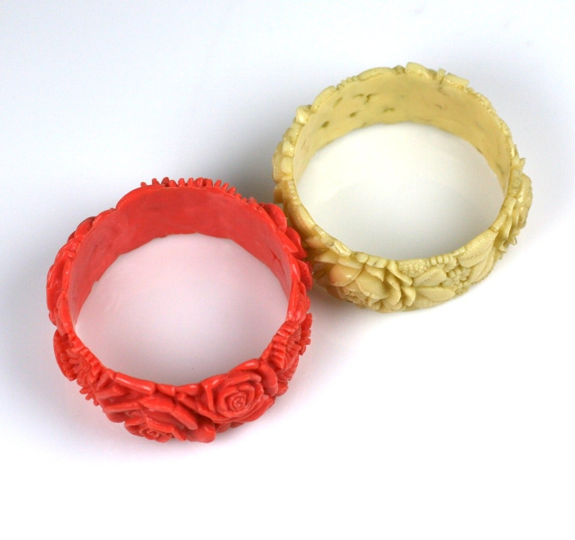 Pair of Deco Celluloid Rose Bangles In Excellent Condition For Sale In Riverdale, NY