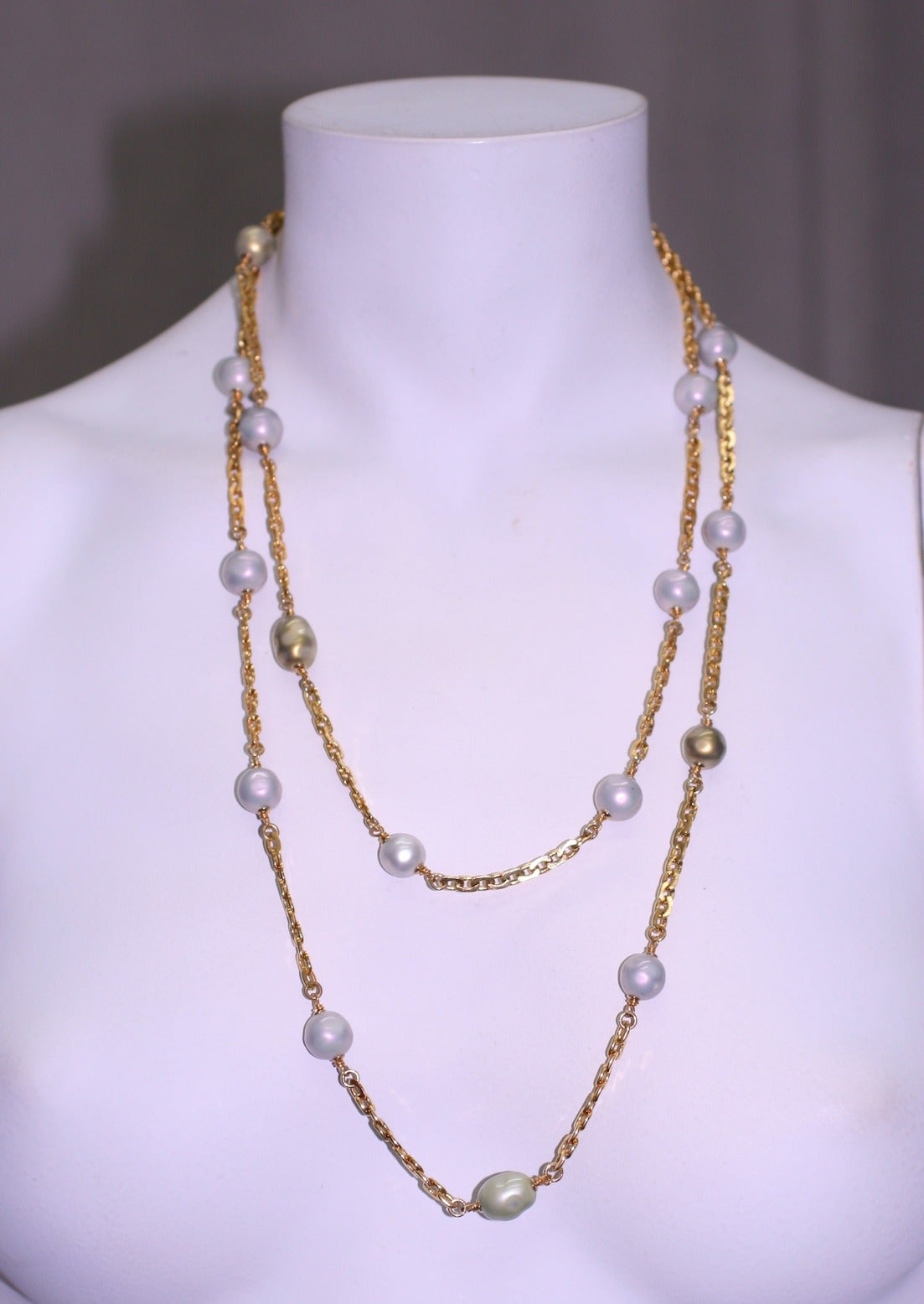 Women's Chanel Sautoir with Lilac and Celadon Pearls For Sale