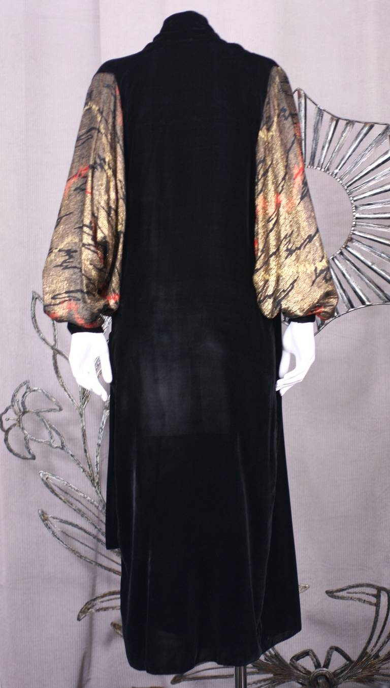 French Art Deco Lame Broche and Silk Velvet Opera Coat In Excellent Condition For Sale In Riverdale, NY