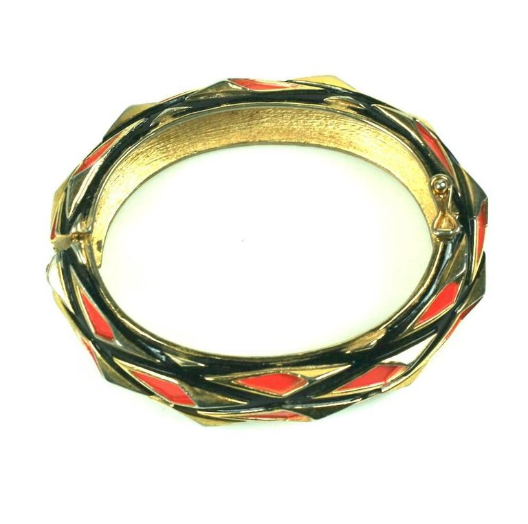 Modernist Trifari Enamel Bangle In Excellent Condition For Sale In Riverdale, NY