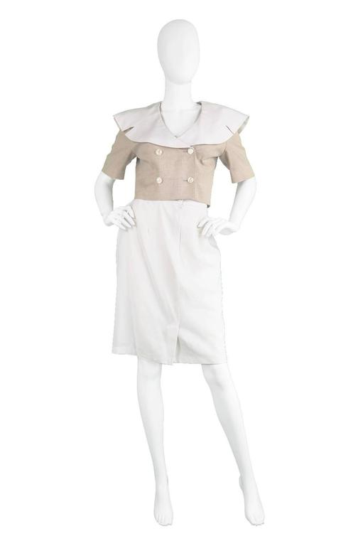 A chic vintage cropped jacket from the 1980s by luxury French designer, Guy Laroche for the incredibly high quality 'boutique' line. In a beige linen-blend, with a huge, contrasting white sailor collar - which gives a chic nautical touch. The